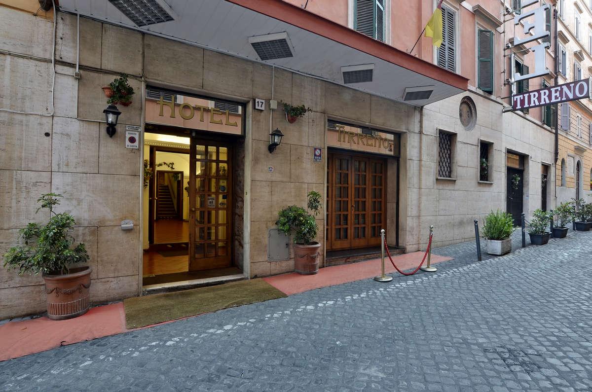 Fotogallery hotel tirreno roma foto hotel tre stelle for Hotel roma centro