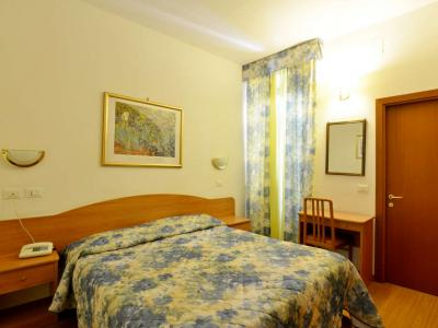 Double Room 3 Star Hotel Tirreno in the Centre of Rome