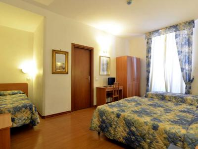 Camera Quadrupla Hotel Tirreno Tre Stelle a Roma Centro